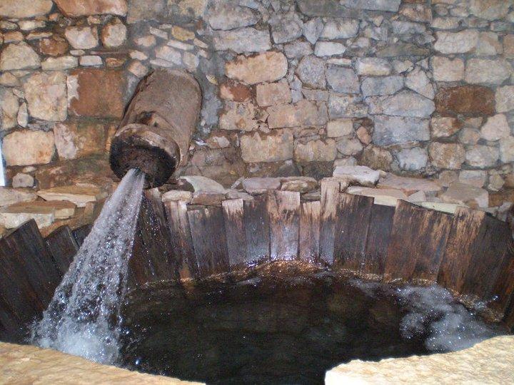 Παραδοσιακή νεροτριβή