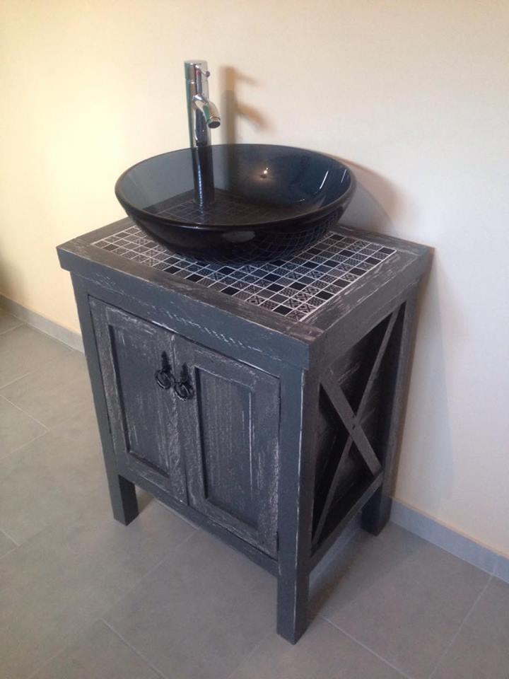 DIY έπιπλο μπάνιου με ψηφιδωτό