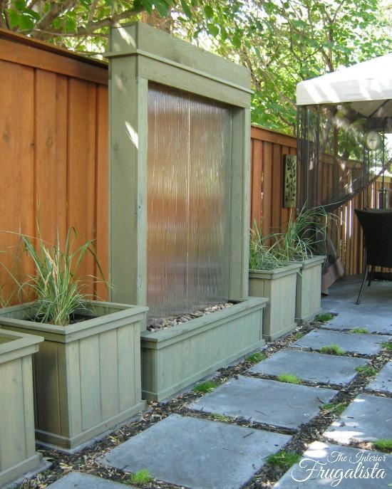φτιάξτε μόνος σου DIY τοίχο νερού - καταράκτη για τον κήπο σου